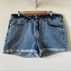 WILD FABLE Sz 18/34R Denim Washed Roll Up Shorts